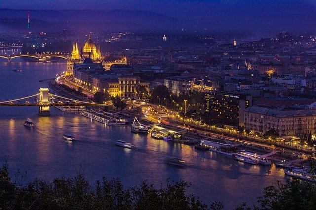 A képhez tartozó alt jellemző üres; Budapest70kult.jpg a fájlnév